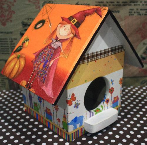 กล่องทิชชูไม้ทรงบ้านนก สำหรับทิชชูม้วน ลายแม่มดน้อยกับอีกา สำเนา