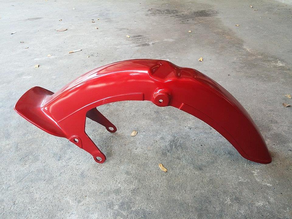 บังโคลนหน้า C700 C900 สีแดง เทียม