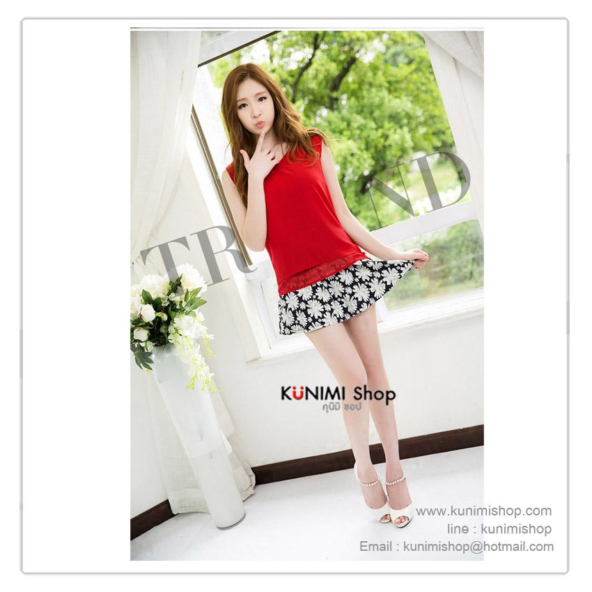 เซตเสื้อคู่กระโปรง แยกชิ้น มี 2 สี เสื้อขาว และ เสื้อแดง   เสื้อชีฟอง ตัดเย็บซ้อนสองชั้นในส่วนของแขนเสื้อและชายเสื้อ   กระโปรงสูงมีซิบด้านหลัง ลายดอกไม้สวยหวาน