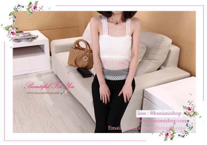 เสื้อกล้ามเต็มตัว เสื้อซับใน ผ้าลูกไม้ มีความยืดหยุ่นเล็กน้อย ด้านหลังเป็นลายผีเสื้อ มี 2 สี ขาว ดำ รอบอกไม่เกิน 36 นิ้ว มี 2 สี ขาว ดำ ขนาด : รอบอกยืดไม่เกิน 36 นิ้ว