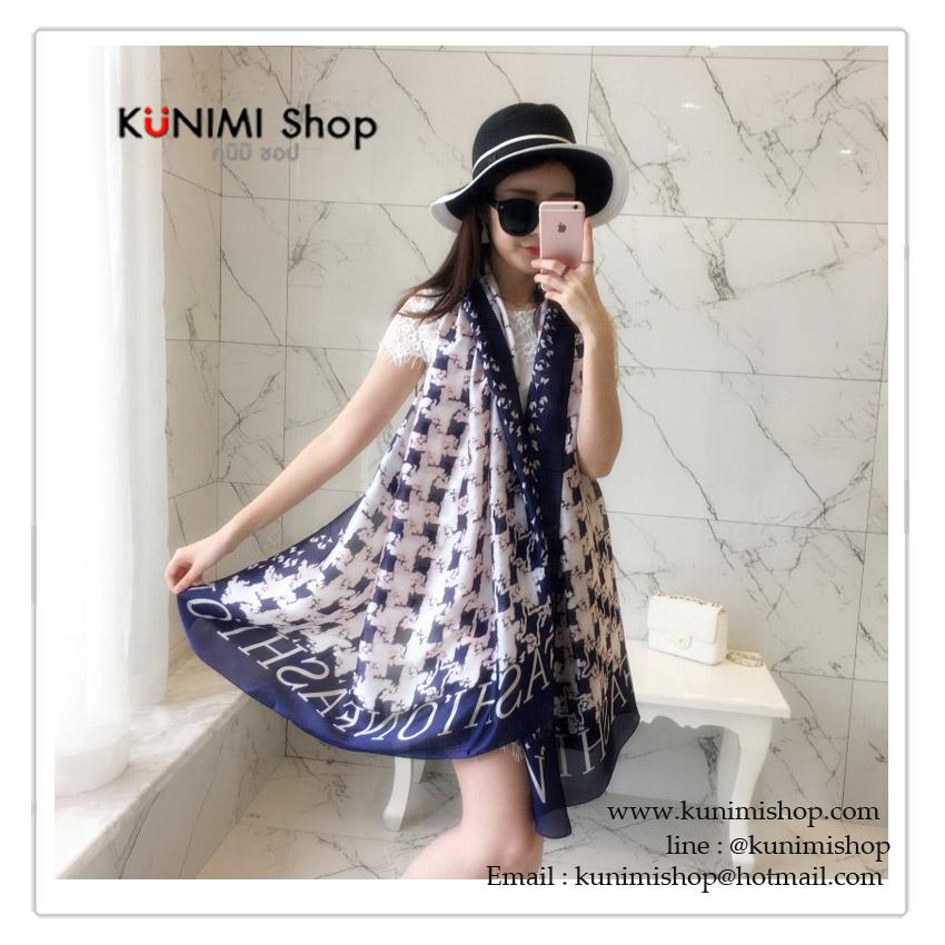 ผ้าพันคอ แฟชั่น ลายสวยหรู สามารถใช้พันคอ คลุมไหล่ สวยดูดี ใช้ได้ทุกโอกาส ซื้อเป็นของขวัญก็ดูดีคะ ขนาด : 185 x 90 cm. ผ้า : ไหม