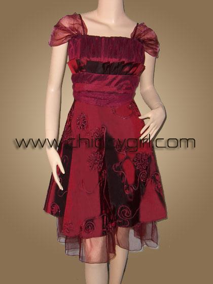 ชุดราตรีผ้าไหมสีแดงเลือดนกแบบมีแขนตกแต่งลวดลายปราณีตวิจิตรสวยหรู เอวแต่งผ้าโปร่งน่ารักมาก (ไซด์เล็ก)