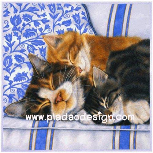 กระดาษสาพิมพ์ลาย สำหรับทำงาน เดคูพาจ Decoupage แนวภาพ ครอบครัวสุขสันต์ พ่อแมว แม่แมว ลูกแมว นอนกอดกัน