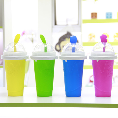 Pre-Order แก้วทำเสลอปี้ น้ำแข็งเกร็ดหิมะ ไอศกรีม แบบง่ายๆ ไม่ต้องใช้น้ำแข็ง ไม่ต้องปั่น เพียงแค่บีบๆ ก็ได้กินเสลอปี้รสที่ชอบแล้ว มี 4 สี