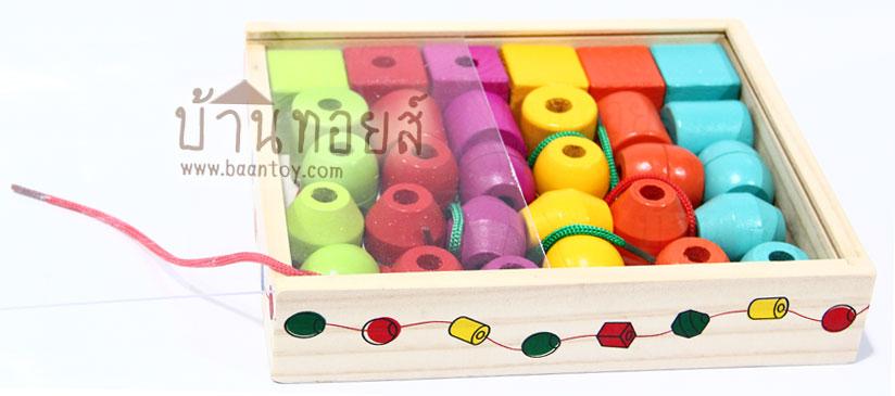 ของเล่นเด็กเสริมพัฒนาการ ของเล่นชุดร้อยลูกปัดรูปทรง วัสดุทำจากไม้ ในกล่องไม้วัสดุทำจากไม้ ฝากล่องเป็นพลาสติก บล็อคไม้ 5 รูปทรง 5 สี รวมจำนวน 30 ชิ้น