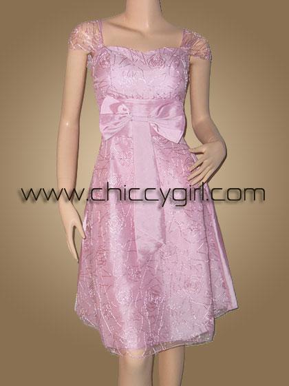 ชุดราตรีผ้าไหมสีชมพูแบบมีแขนหุ้มผ้าโปร่งบางปักไหมชมพูพันดิ้นเงินลายวิจิตรปราณีต หรูมาก
