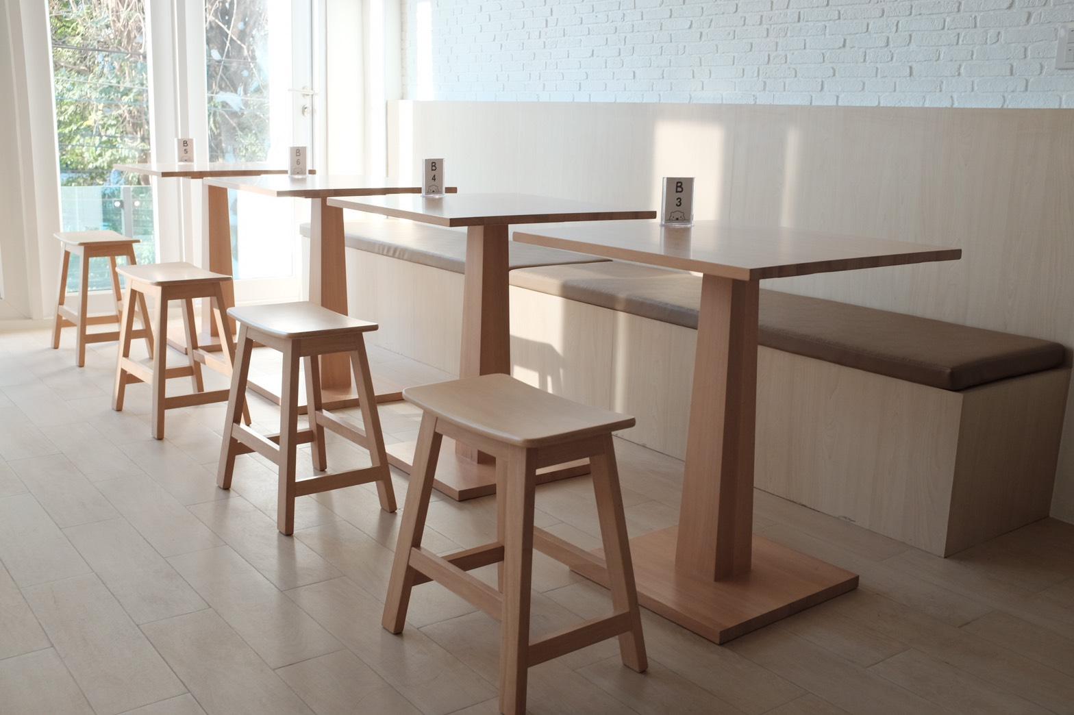 โต๊ะกาแฟดีไซน์ฐานไม้ สำหรับร้านกาแฟ ร้านเบเกอรี่