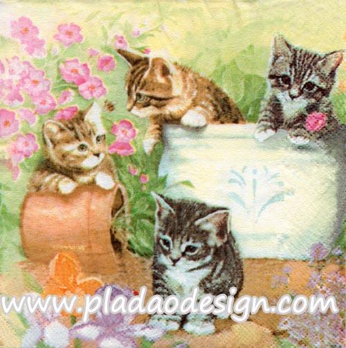 กระดาษสาพิมพ์ลาย สำหรับทำงาน เดคูพาจ Decoupage แนวภาพ สัตว์ ภาพวาดน้องแมว 4 ตัว เล่นกันในสวนดอกไม้