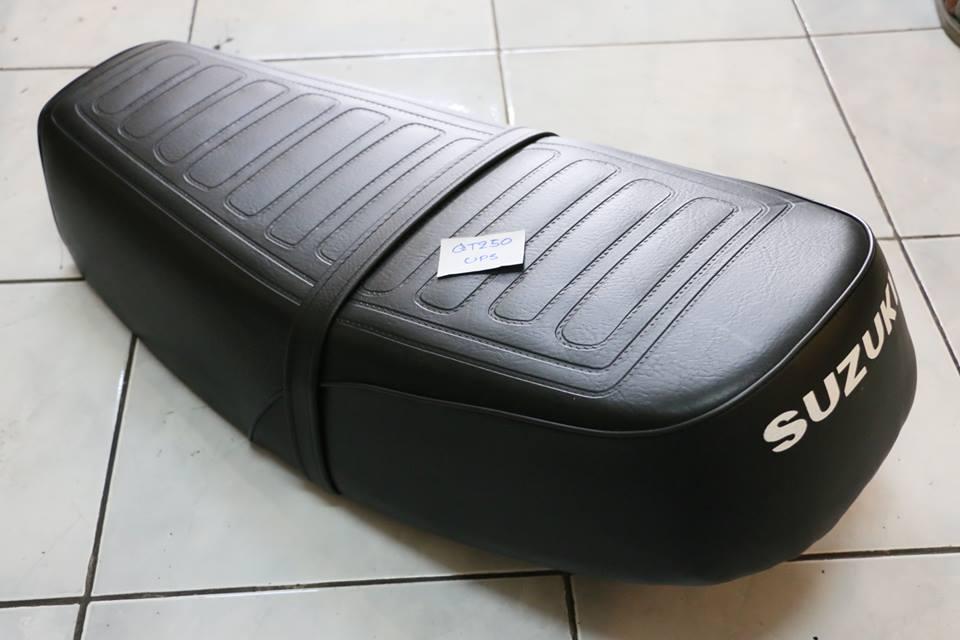 เบาะยาว Suzuki GT250 GT380 งานใหม่ พื้นเหล็ก ไม่แท้