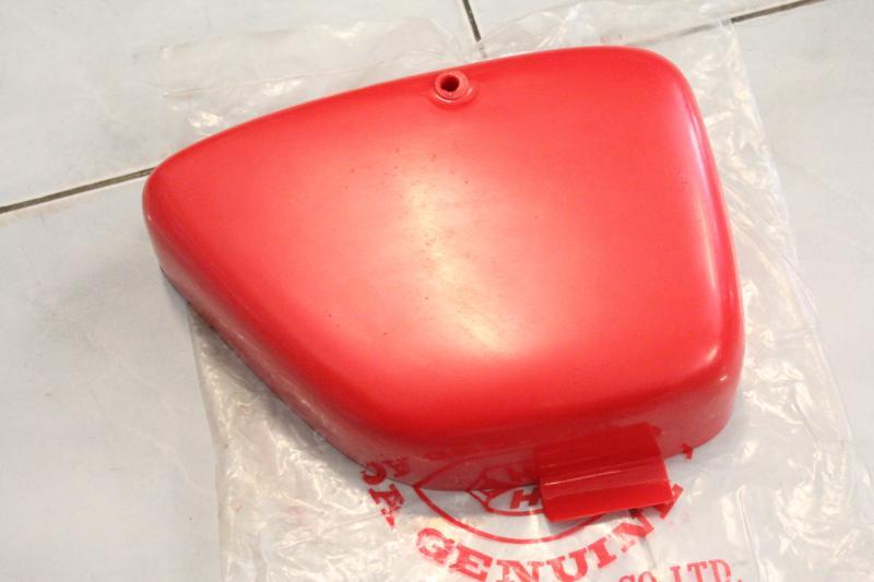ฝากระเป๋า แท้ใหม่ ข้างขวา Honda C200 C201
