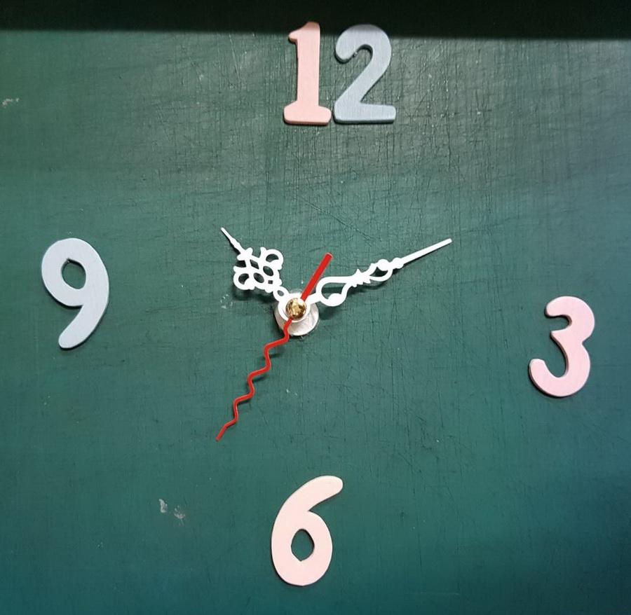 ชุดตัวเครื่องนาฬิกาญื่ปุนเดินเรียบ เข็มลายโมเดิน ขนาดเล็ก เข็มสั้น-เข็มยาวสีขาว เข็มวินาทีสีแดง อุปกรณ์ DIY สำเนา