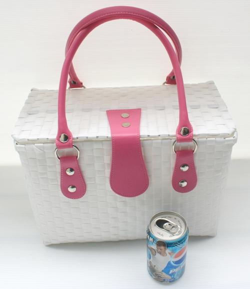 ชิ้นงานดิบ พลาสติกสาน ทำ Decoupage งานเพนท์ กระเป๋าปิ๊กนิค ขนาดกลาง สีขาว หูหนัง สีชมพูเข้ม M