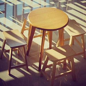 เซทโต๊ะกาแฟกลม+เก้าอี้สตูลไม้ ดีไซน์น่ารัก สีไลท์บีช