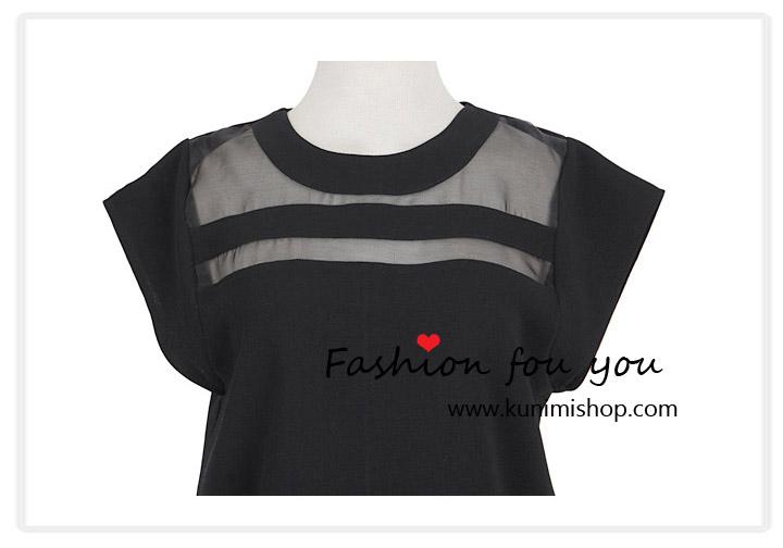 เสื้อแขนสั้น ผ้าชีฟอง เนื้อผ้าตัดเย็บสลับผ้าซีทรู ช่วงชายเสื้อตัดแต่งเล่นระดับ Size : M รอบอก 34.5 นิ้ว / L รอบอก 36 นิ้ว เนื้อผ้า : ผ้าชีฟอง มี 2 สี : สีขาว , สีดำ