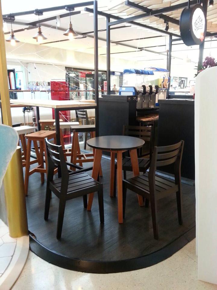 ชุดโต๊ะกาแฟ+เก้าอี้ไม้ ดีไซน์เก๋ สไตล์โมเดิร์น สำหรับร้านกาแฟ