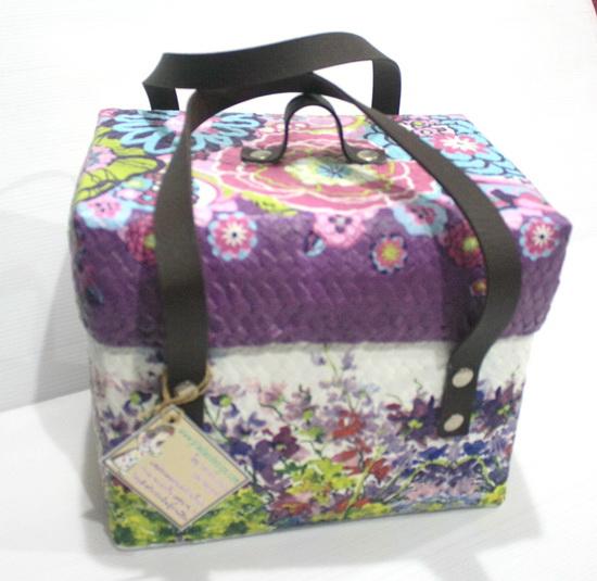 กล่องเก็บของแบบมีหูหิ้ว ขนาดเล็ก ลายดอกไม้ และกราฟฟิค โทนม่วงๆ