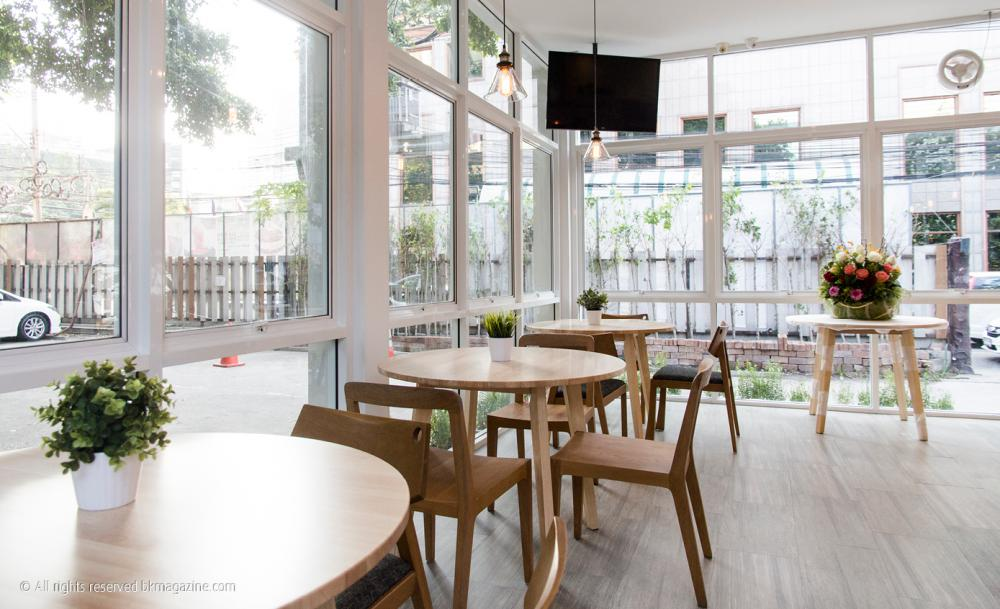 เฟอร์นิเจอร์ร้านขนมหวาน MATCHA TEN (MODEL : ROUND CAFE TABLE)