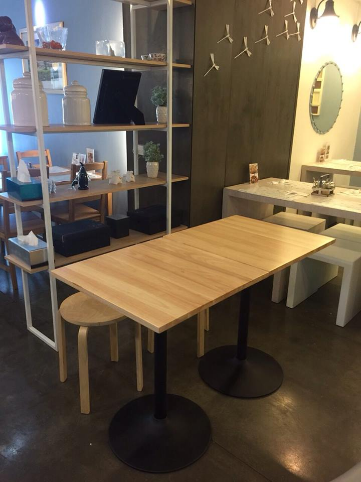 PROJECT : MOO MOO NOODLE (TABLE WITH CHAMPAGNE LEG)