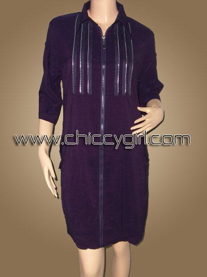 เสื้อคลุมตัวยาวซิบหน้าสีม่วง แต่งซิบที่อก มีกระเป๋าข้าง ผ้าเนื้อดีเกรดเอ (L)