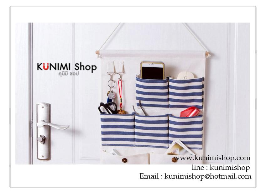 กระเป๋าผ้าแบบแขวนผนัง ทำจากผ้าฝ้าย มีช่องใส่ของจุกจิกมากมาย พร้อมที่แขวนกุญแจต่างๆ มีช่องใส่กระดาษทิชชู จะแขวนในห้องนอน หน้องทำงาน ห้องนั่งเล่น หรือห้องน้ำนอน ก็สวยเข้ากับทุกห้องคะ มี 2 แบบ ให้เลือกใช้ ตามความเหมาะสมของห้องคะ ลายน่ารัก วัสดุ : ผ้าฝ้าย