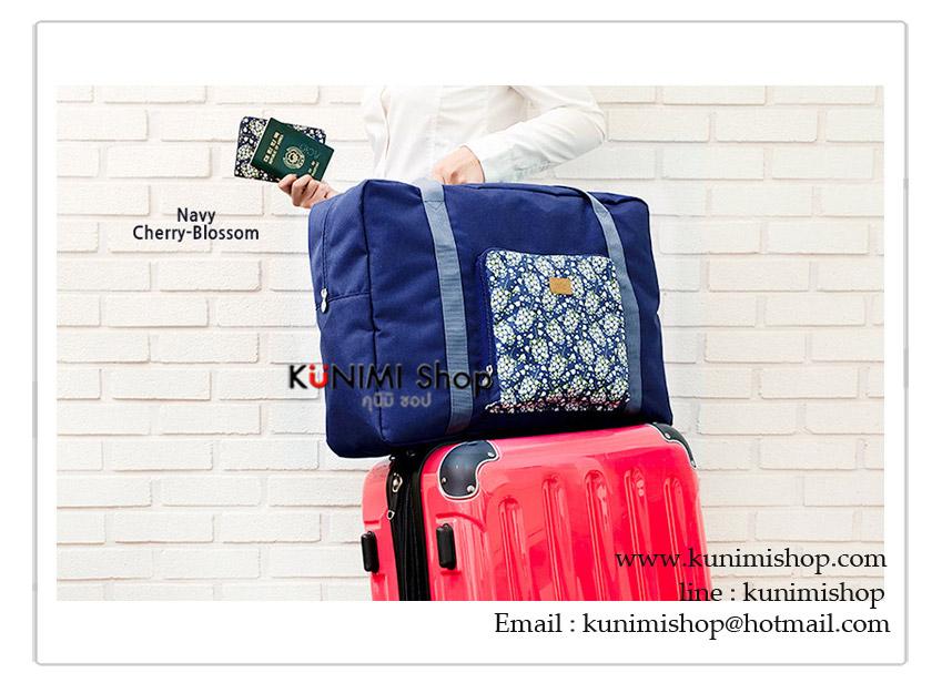 กระเป๋าเดินทางผ้าโพลีเอสเตอร์ ขนาดใหญ่ สามารถพับเก็บได้เมื่อไม่ใช้งาน ใช้ จัดเก็บสิ่งของ พกพาเดินทาง ท่องเที่ยว สะดวก เป็นกระเป๋าสำรองเดินทาง ดีไซน์สวย เรียบหรู ใส่ของได้เยอะจุใจคะ ด้านหลังมีช่องสอดแกนกระเป๋า สะดวก โดยไม่ต้องถือให้เมื่อยมือคะ