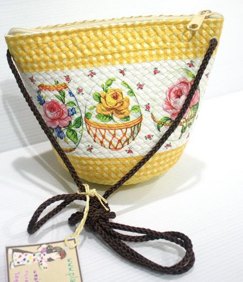 กระเป๋าสะพายใบลานทรงป่อง ลายไข่ทรงเครื่อง กับลวดลายสีเหลือง