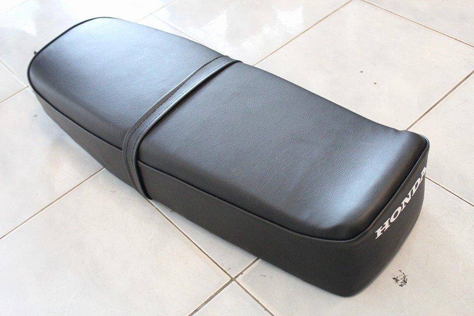 เบาะยาวฟองน้ำ Honda C92 C95 พื้นเหล็ก งานใหม่ ไม่มีคิ้ว ไม่มีสปริง