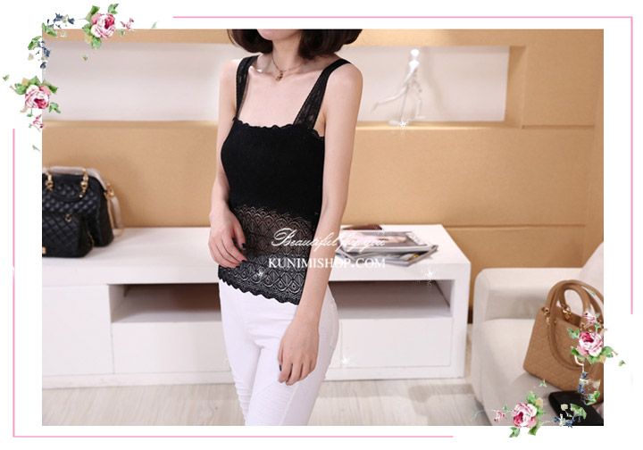 เสื้อซับในผ้าลูกไม้ มี 2 สี ดำ ขาว เสื้อซับในทั้งตัว ด้านหน้ามีผ้าซับอีกชั้นครึ่งตัว ลูกไม้ลายสวย สามารถใส่เดี่ยวๆหรือใส่เสื้อทับอีกชั้นก็ดูดีคะ ขนาด : FREE SISE ( เสื้อยาว 19 นิ้ว รอบอกไม่เกิน 36 นิ้วคะ) ผ้า : ผ้าลูกไม้ มี 2 สี : สีขาว , สีดำ * สินค้าเหมือนรูป ถ่ายจากสินค้าจริงคะ *
