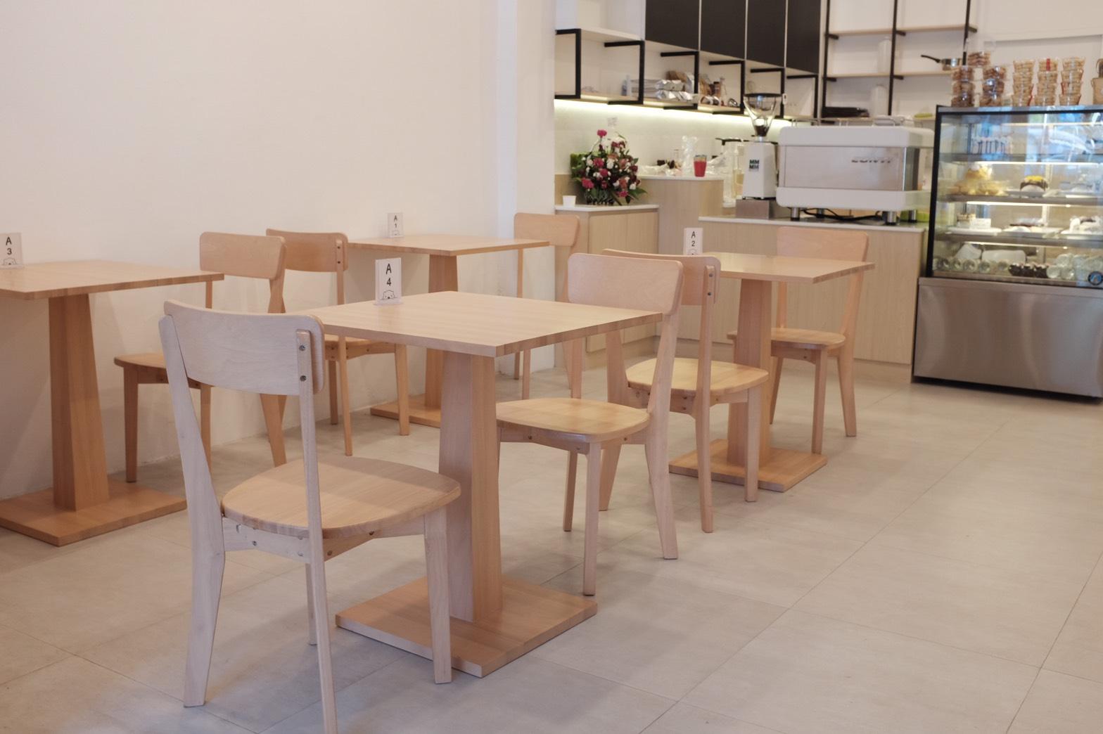 โต๊ะกาแฟดีไซน์ฐานไม้ ดีไซน์เก๋ สำหรับร้านกาแฟ ร้านเบเกอรี่