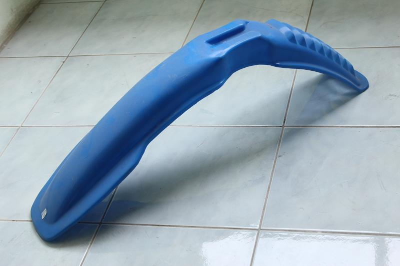 บังโคลนหน้า Yamaha DT125MX สีฟ้า เทียม-เก่าเก็บ