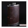 K021N1 กระป๋องใส่เหล้า มี 2 ขนาด 7 ออนซ์ กับ 9 ออนซ์ สแตนเลสอย่างดี กระป๋อง ขวด ใส่เหล้า ใส่เครื่องดื่ม ตัวกระป๋องหุ้มด้วยหนังเทียม สีน้ำตาลเข้ม งานสวยครับ