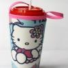 แก้วเก็บความเย็น สะดวกสบายด้วยหูหิ้ว ลาย Hello Kitty กางร่ม บนพื้นฟ้า เก็บความเย็นได้กว่า 5 ชั่วโมง