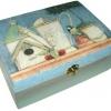กล่องไม้สน มีล๊อค ลายนกน้อยกับอุปกรณ์ทำสวนสไตล์วินเทจ ตัวกล่องทำเป็นสีเหลือบๆ หวานๆ น่ารักที่ซู๊ดดดดด ^^