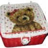 กล่องเก็บของทำจากหวาย ฝากระดุม ลายหมีน้อยกับหัวใจ