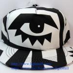 [259 บาทส่งฟรี] หมวก KenZo ลายตาเดียว - ขาว , ดำ