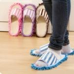 GK230 รองเท้าแตะ ใส่ในบ้าน มีริ้วด้านล่างรองเท้า สามารถใช้ถู กวาด เศษผงบนพื้นได้ ขนาด ยาว 26.5 x กว้าง 11 cm .