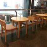 โต๊ะกาแฟกลมไม้จริง ดีไซน์น่ารัก สไตล์โมเดิร์น สำหรับร้านกาแฟ