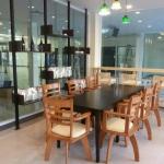 โต๊ะไม้จริง+เก้าอี้หมุน มีดีไซน์ สไตล์โมเดิร์น (SW-COLLECTION)