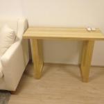 โต๊ะไม้ขาตัว U มีดีไซน์ สไตล์โมเดิร์น สีธรรมชาติ