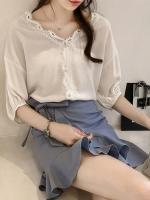 เสื้อผ้าบางแขน 7ส่วน คอ V collar แต่ลูกไม้รอบคอลากยาวกลางหน้าอก แขนจั๊ม มี 4 สีคือ ขาว แอปริคอท ชมพูและฟ้าค่ะ
