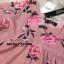 เดรสลายดอกสีชมพู ดาราใส่เยอะมากค่ะ ออกแนวมินิมอล เดรสตัวใหญ่ ใส่สบายๆ ใส่คลุมท้องได้ยันคลอดเลยค่ะ งานสวยมาก ทำจากผ้าชีฟองสีชมพู มีซับใน สกรีนลายดอกกุหลาบ ใส่น่ารักๆแบบคุณณิชา คุณเต้ยค่ะ thumbnail 7