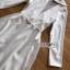 เสื้อผ้าเกาหลี พร้อมส่ง โค้ทยาว ผ้าเครปสีขาวตกแต่งลูกไม้ thumbnail 12