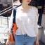 เสื้อเกาหลี พร้อมส่ง เสื้อลายเดี่ยว ชายระบาย thumbnail 11