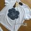 พร้อมส่ง เซ็ตเสื้อยืดสีขาวประดับตกแต่งดอกคามิลเลีย thumbnail 4