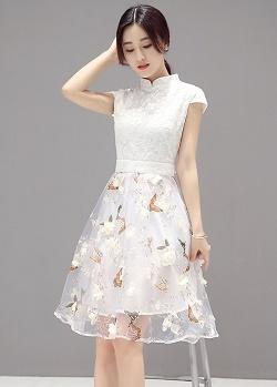 พร้อมส่ง เดรสผ้าลูกไม้ลายดอกไม้ สีขาวครีม คอจีน
