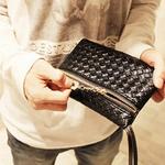 กระเป๋าสตางค์ผู้หญิง ใส่มือถือได้ ลายสาน สีดำ หนังนิ่ม พร้อมสายหิ้ว